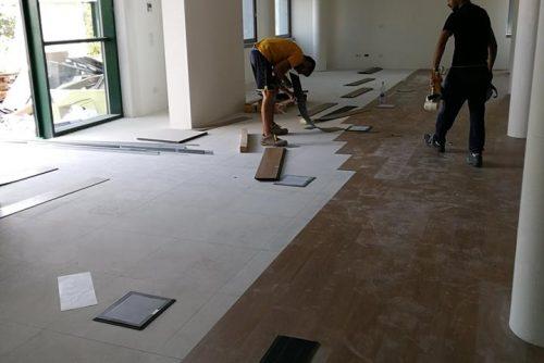 Direzionale in Bedizzole - Posa di pavimento a doghe autoposanti in PVC