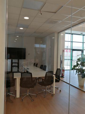 Direzionale in Bedizzole - Pareti vetrate, pavimenti tecnici e controsoffitti modulari.