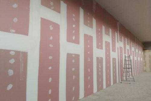 Stuccatura dei giunti e delle teste delle viti su parete divisoria REI 120'.